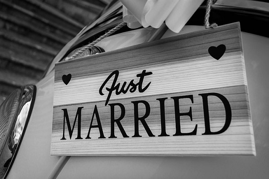 """a picture on the back of a classic car saying """"just married"""""""
